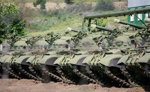 """Xe tăng """"phá niêm"""" ùn ùn đến Syria: Chiến thuật """"lấy thịt đè người"""" của Sư 4 tinh nhuệ?"""