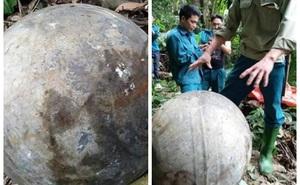 Người dân phát hiện vật thể lạ hình cầu rơi trong rừng phòng hộ ở Tuyên Quang
