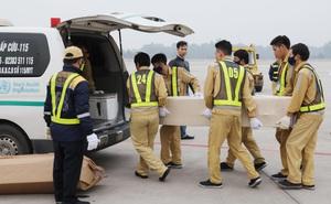 Hoàn tất đưa thi hài và tro cốt 39 nạn nhân thiệt mạng trong container ở Anh về nước