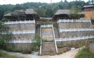 """Chủ """"phim trường"""" ở Lạng Sơn từng bị xử phạt hành chính vì xây dựng nhà sàn trên đất rừng"""