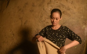 """Vào vai bà Câm trong """"Nước mắt loài cỏ dại"""", Hạnh Thúy: Tôi bị ức chế vì không được nói"""