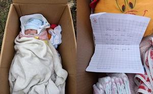 Em bé bị bỏ rơi trong thùng carton ven đường, tờ giấy người mẹ để lại gây bức xúc