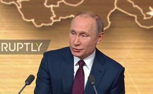 """Họp báo marathon: Bị phóng viên """"hỏi khó"""" về TT Ukraine, ông Putin khéo léo tránh né"""