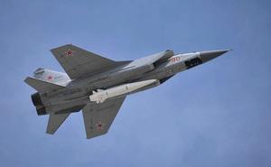 """MiG-31 mang tên lửa Kinzhal """"trấn yểm"""" biên ải Nga: Kẻ thù hãy tránh xa!"""