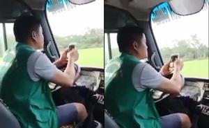 Tài xế xe buýt vừa dùng khuỷu tay lái xe vừa lướt điện thoại bị đình chỉ