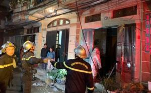 Đưa 6 người dân thoát ra ngoài an toàn trong vụ cháy nhà