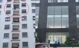 Người phụ nữ trèo lên lan can chung cư cao tầng để nhảy xuống tự tử
