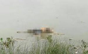 Người dân tá hỏa phát hiện thi thể người đàn ông mặc quần lót nằm trong miệng đáy ở miền Tây