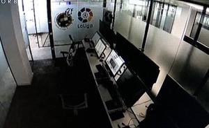 Hình ảnh gây tranh cãi: Phòng VAR trống trơn trong trận đấu của Real Madrid