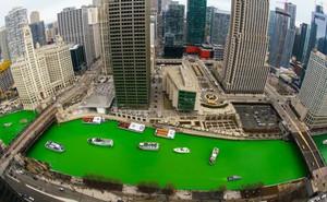 Kỳ lạ cả con sông chuyển sang màu xanh lục bảo