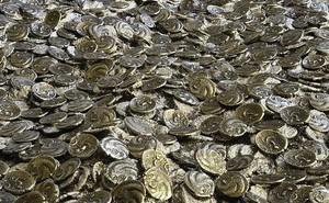 Phát hiện kho đồng xu vàng cổ lớn chưa từng thấy, trị giá 13 triệu USD