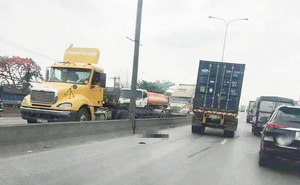 Một người nghi lao ra đường tự tử, bị xe container cán chết trên cầu vượt Linh Xuân
