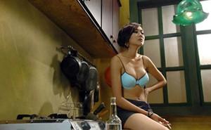 """Sự nghiệp diễn xuất tràn ngập cảnh """"nóng"""", mặc sexy của Thanh Hằng"""