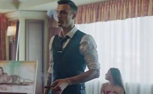 """""""Ông trùm Biển Đen"""" của Man United: Cứ giờ nghỉ trưa là đưa vợ người vào khách sạn"""