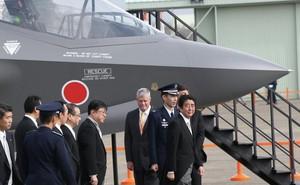 """""""Dâng công"""" lên TT Donald Trump, Nhật Bản tuyên bố tìm thấy nhiều mảnh vỡ F-35 bị rơi"""