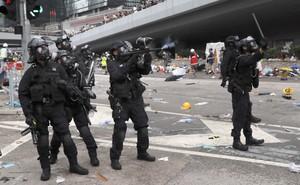 """Đụng độ ở mức """"bạo loạn"""", cảnh sát Hong Kong có nhờ quân đội TQ giúp trấn áp biểu tình?"""