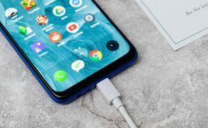 Nghe dung lượng pin smartphone khủng thì hay, nhưng thiếu tính năng này thì cũng bằng không