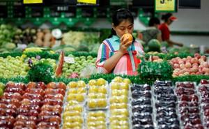 Giữa chiến tranh thương mại, người Trung Quốc than khổ vì phải tốn nhiều tiền để no bụng