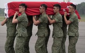 """QĐ Singapore: """"Chiến binh 4G"""" đổ bể do những cái chết liên tục của tân binh """"yếu đuối""""?"""