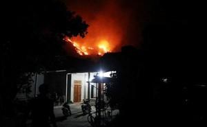 Hơn 500 người trắng đêm vừa sơ tán tài sản cho dân vừa dập lửa cứu rừng