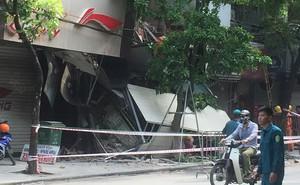 Hà Nội: Sập nhà trên phố Hàng Bông khiến nhiều người hoảng sợ
