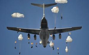 Cú nhảy đoạt mệnh: 2 lính dù Nga tử vong thảm khốc