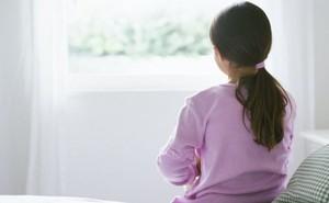 Con gái mách bị bác họ sàm sỡ nhưng người mẹ thản nhiên nói một câu khiến ai cũng phẫn nộ