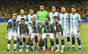 Không tập luyện mà đưa cả đội bóng ra nhà ga ngồi, HLV đội Argentina khiến học trò tỉnh ngộ