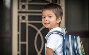 Chuyên gia tâm lý gợi ý bố mẹ 8 việc cần làm để con bắt đầu đi học lớp 1 vui vẻ, hào hứng