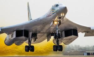 """Máy bay ném bom chiến lược của Mỹ """"hít khói"""" Tu-160 Nga trên mọi tiêu chí"""