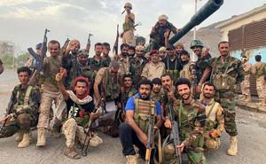 """Lực lượng Nam Yemen chiếm Aden: Liên minh chống Houthi của Saudi """"bên bờ vực"""" sụp đổ?"""