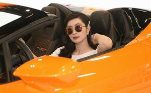 Nguyễn Hồng Nhung khoe dáng bên siêu xe 16 tỷ đồng, tiết lộ thu nhập khủng tại Mỹ