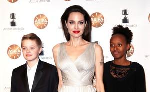 Sự đối lập kỳ lạ giữa con gái Angelina Jolie và con trai Naomi Watts