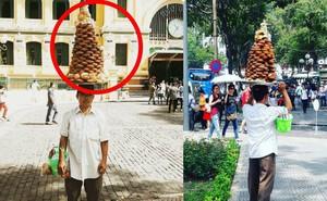 Người đàn ông đội chồng bánh lạ dạo quanh nhà thờ Đức Bà Sài Gòn và câu chuyện mưu sinh xúc động