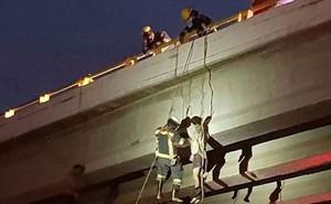 19 thi thể bị phân xác treo trên cầu, vứt giữa đường trong vụ thanh trừng đẫm máu của băng đảng Mexico