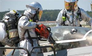 """Giải cứu phi công kẹt trong buồng lái tiêm kích tàng hình F-22: Phải dùng biện pháp """"mạnh"""""""