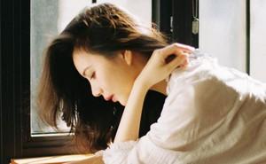 Nhịn đói đi làm vì nhà hết gạo, khi trở về, mẩu giấy trên bàn ăn khiến người vợ phát khóc