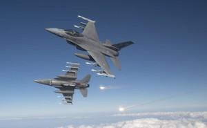 """Mỹ sẽ """"nghiền nát"""" hệ thống PK Nga ở Kaliningrad: S-300 hay S-400 cũng tan xác!"""