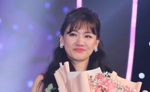 Hari Won bật khóc trước hàng ngàn khán giả