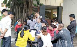 """Đi tố cáo Cty Alibaba, khách hàng xin không chụp hình đưa lên báo vì """"con cái biết thì xấu hổ lắm"""""""