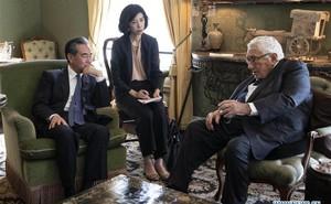 """Thương chiến leo thang, Ngoại trưởng TQ gặp ngay """"người bạn lớn"""" của Bắc Kinh giữa đất Mỹ nhờ giúp đỡ"""
