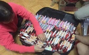 Khoe vali chuẩn bị sang bển, du học sinh khiến dân mạng xôn xao vì ai cũng mang chung một thứ này kín cả vali