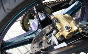 Có nên lắp thêm phanh ABS cho xe máy?