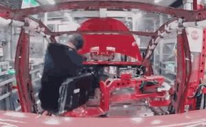 [Video time-lapse] Theo dõi trọn vẹn quy trình sản xuất một chiếc xe điện Tesla Model 3 trong công xưởng như thế nào?