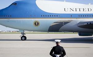 Vì sao 'pháo đài trên không' Air Force One của Tổng thống Mỹ Donald Trump có màu xanh?