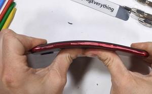 Redmi Note 7 dễ dàng bị bẻ cong bằng tay, không bền như quảng cáo?