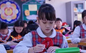 Đột nhập lớp học 'hai cao thủ' tặng hoa Chủ tịch Kim Jong-un