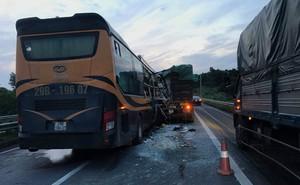 Một khách nước ngoài thiệt mạng trong vụ tai nạn trên cao tốc Nội Bài - Lào Cai
