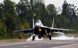 Im lặng bất thường, máy bay chở khách bị MiG-29 đeo bám