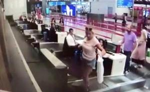 Lần đầu bối rối: Nữ hành khách vô tư leo hẳn lên băng chuyền hành lý vì tưởng sẽ nó sẽ đưa mình lên máy bay